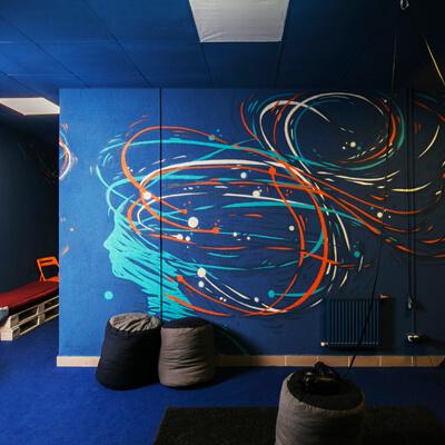 """Оформление стены в галерее виртуальной реальности """"Вир"""" в Минске"""